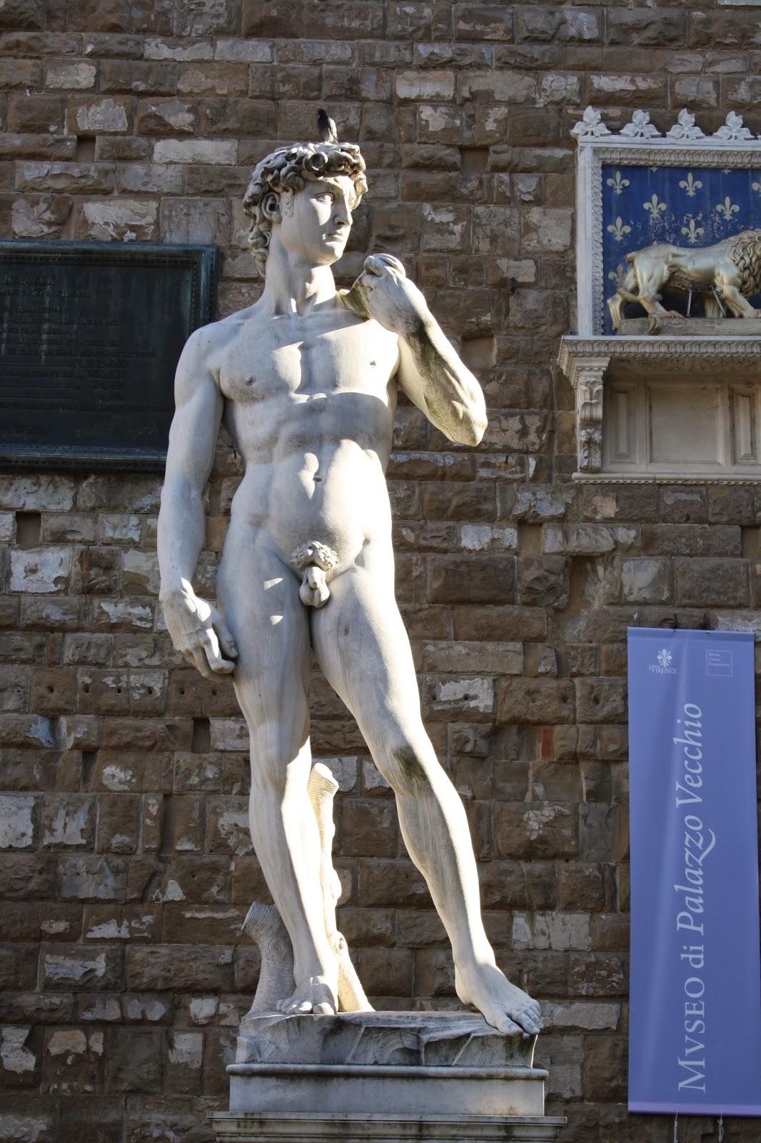Copia del David situada en la entrada de la Galeria de los Uffizi