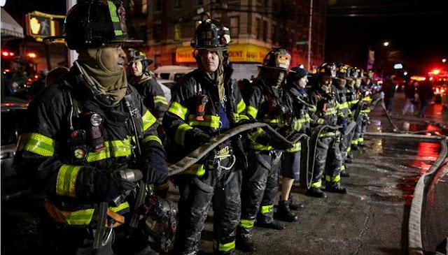 12 νεκροί από φωτιά σε πολυκατοικία στη Νέα Υόρκη