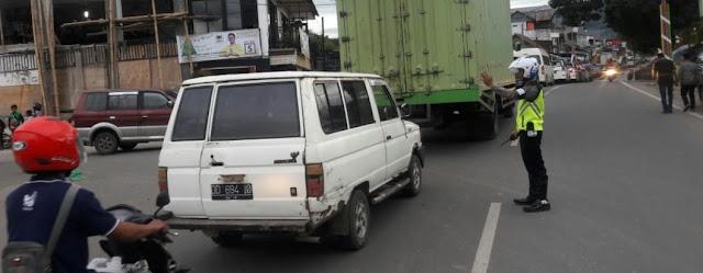 Arus Mudik Toraja Padat Merayap, Satlantas Polres Tana Toraja Imbau Jangan Parkir di Badan Jalan