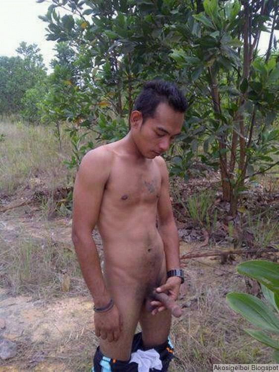 Gourgous nude cum dribble
