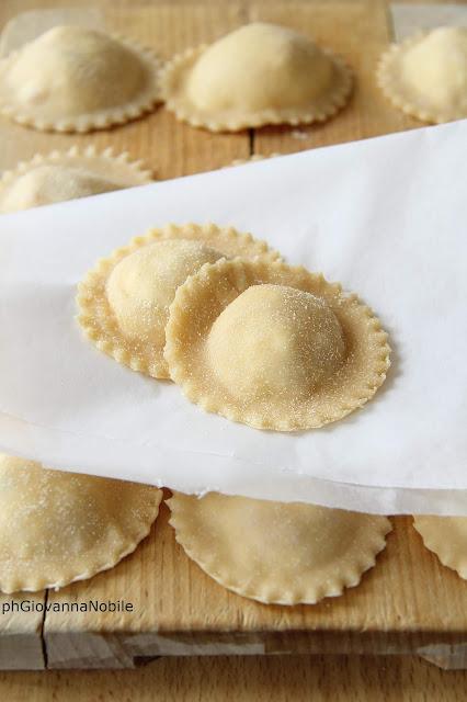Ravioli farciti con prosciutto cotto Lenti & Lode, formaggio fresco e parmigiano