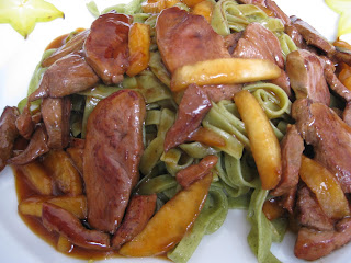 Pasta with duck and apples