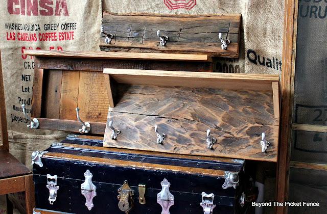 coat hooks, rustic decor, cabin decor, reclaimed wood, barnwood, http://bec4-beyondthepicketfence.blogspot.com/2016/03/rustic-style-coat-hooks.html