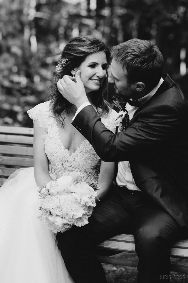 kāzu fotosesija dabā