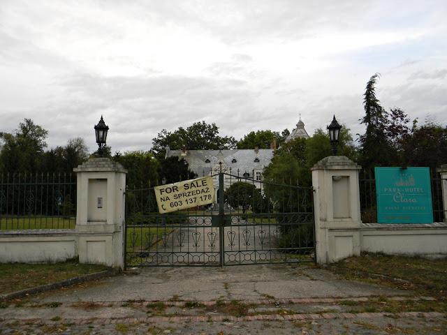 Pałac w Ojerzycach wystawiony jest na sprzedaż.