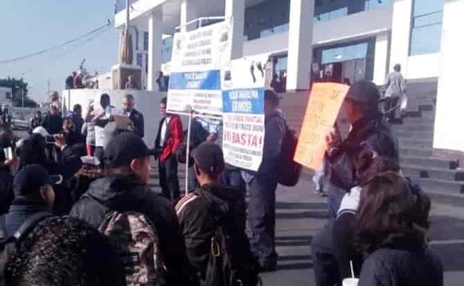 Policías, naucalpan, pancarta