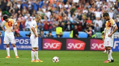 Ekspresi Kekecewan Pemain Spanyol Setelah Kalah dari Italia di Piala Eropa 2016