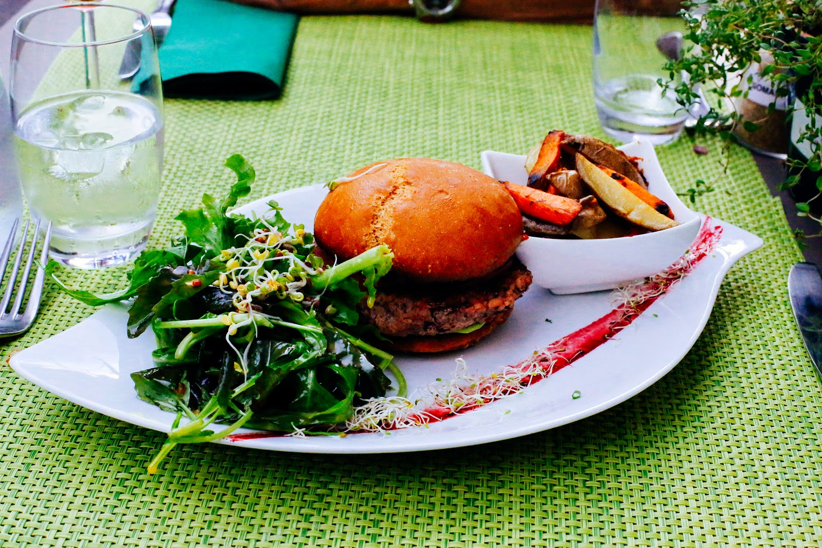 the Helveg Cafe geneva, vegan burger, vegan burger recipe