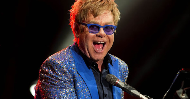Demandan a Elton John por acoso sexual.