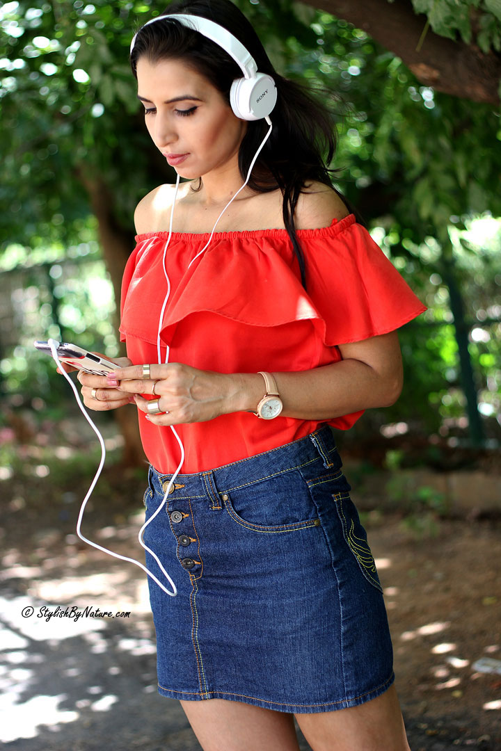 Fresh Ways To Style Your Sexy Off-Shoulder Tops  Stylish -3903