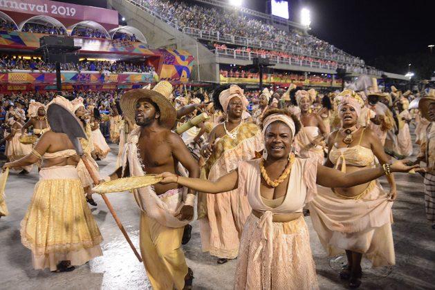 Escravos, na representação da Vila Isabel