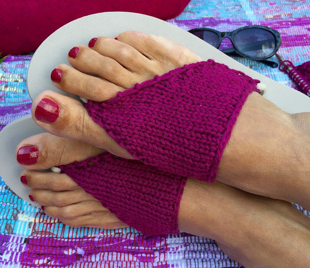 DIY Knitted flip-flop sandal recipe/pattern on Crafts from the Cwtch