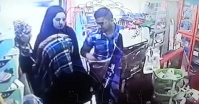 شاهد صيدلى يقوم بتفتيش 3 نساء بمفرده بعد ان قاموا بالسرقة وكشفهم بهذه الحيلة (حصل على 20 مليون مشاهده)