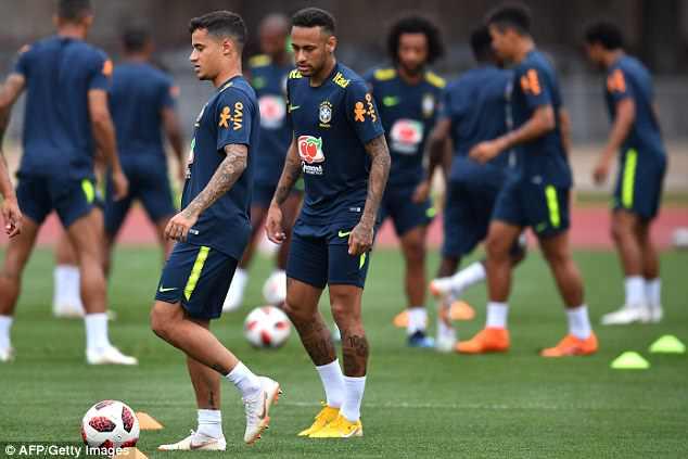 Neymar ăn vạ mua vui cho đồng đội 1