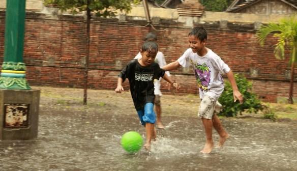 Bedakan Hujan yang Bermakna Kebaikan dan Hujan Bermakna Azab!
