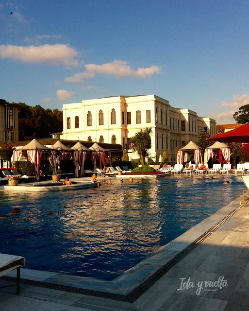Four Seasons Hotel at the Bosphorus piscina exterior