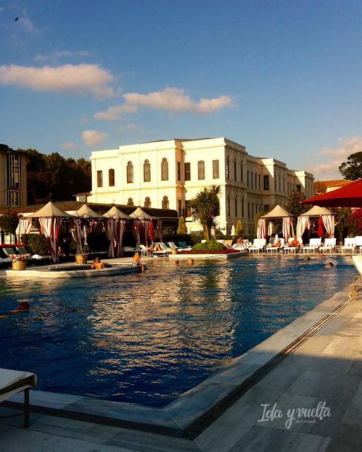 Four Seasons Hotel at the Bosphorus piscina exterior