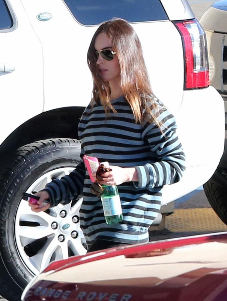 Megan Fox amp Brian Austin Green Car Dealership Stop