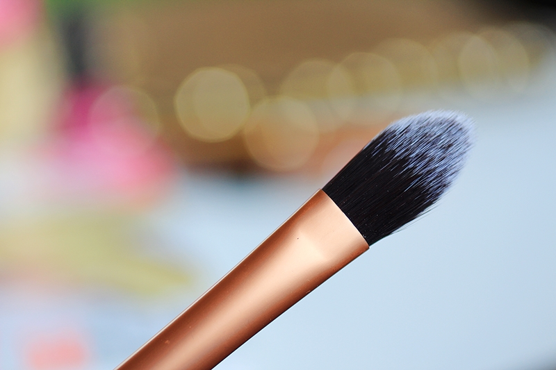 real techniques pointed foundation brush review
