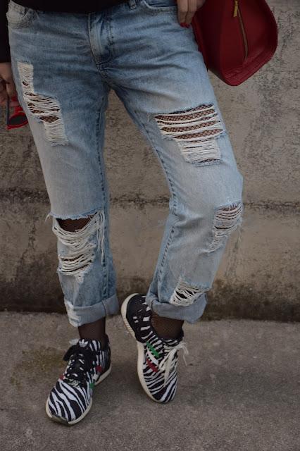 calze a rete outfit calze a rete abbinamento jeans strappati e calze a rete outfit dicembre outfit invernale casual mariafelicia magno fashion blogger colorblock by felym fashion blog italiani fashion blogger italiane blogger italiane blog di moda web influencer italiane