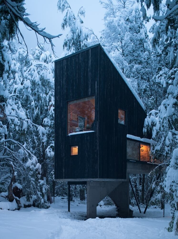 01-Warm-Inside-Admiring-the-Snow-DRAA-Architects-Shangri-La-Cabin-Architecture-in-the-Woods-www-designstack-co