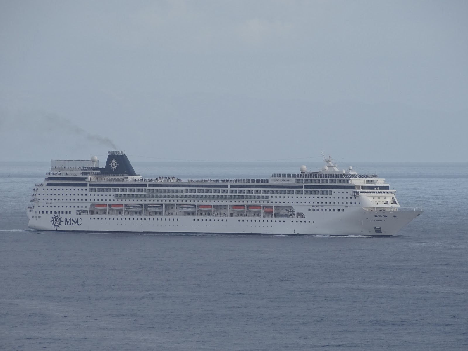 SergioCruises MSC Armonia E USS Vella Gulf No Funchal - Msc armonia