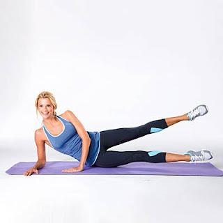 cara mengecilkan paha dirumah dengan Knee Lift-Leg Kick Combo