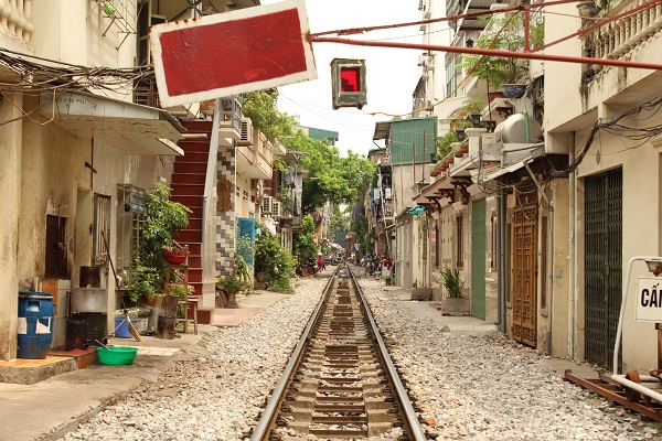La rue du train à Hanoi