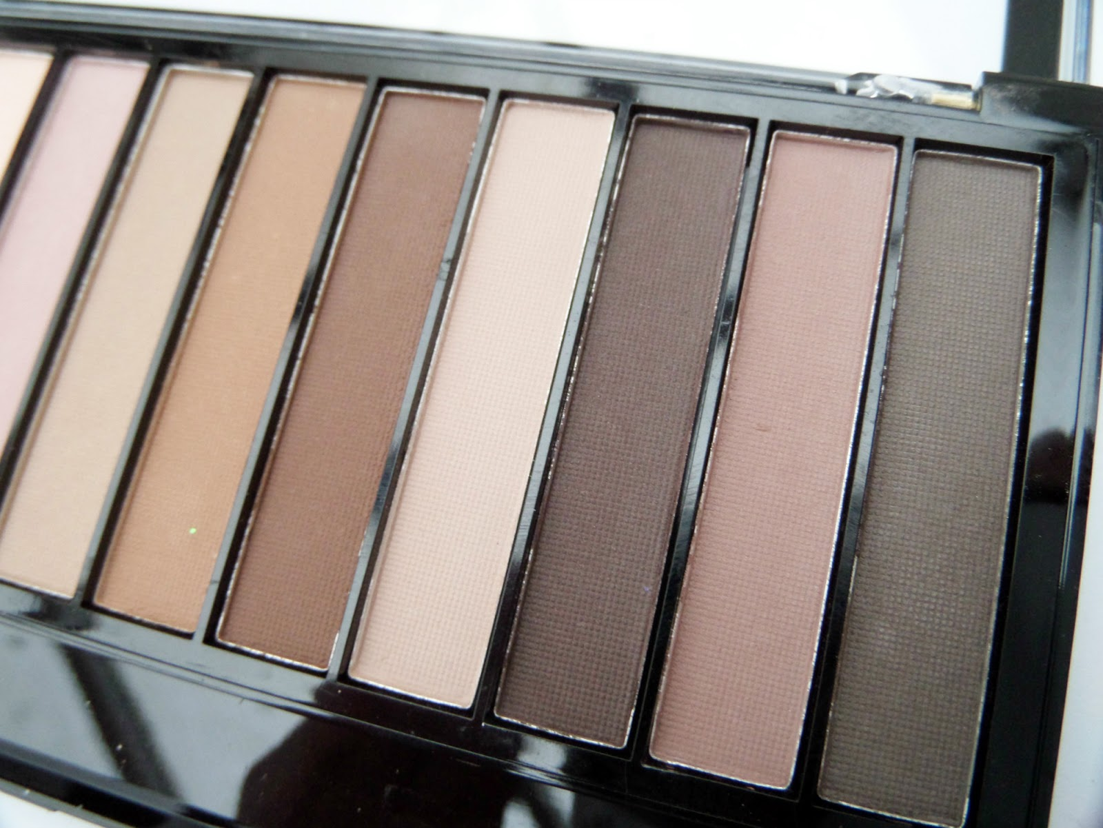 The Makeup Revolution Essential Mattes 2 Palette