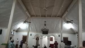 Masjid dan Makam Keramat, Ramai Dikunjungi Caleg