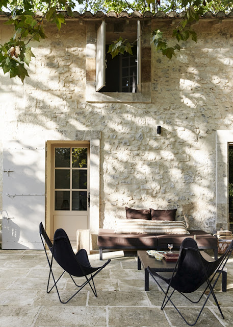 hellolovely-french-farmhouse-butterfly-chairs-camargue-france