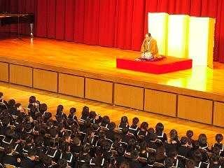 「親子学習会・三遊亭楽春師匠による落語鑑賞会」の風景。