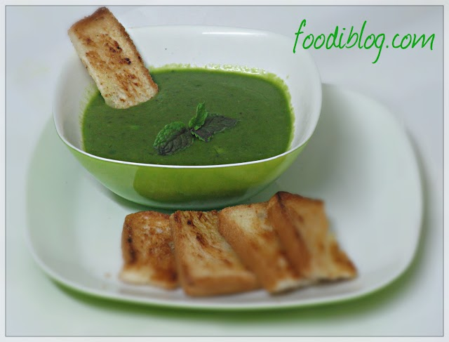 Healthy Green Peas and Spinach Soup
