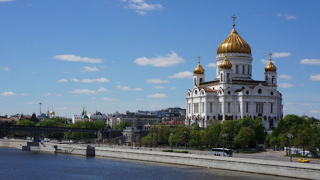 На фото - Собор Христа Спасителя в Москве