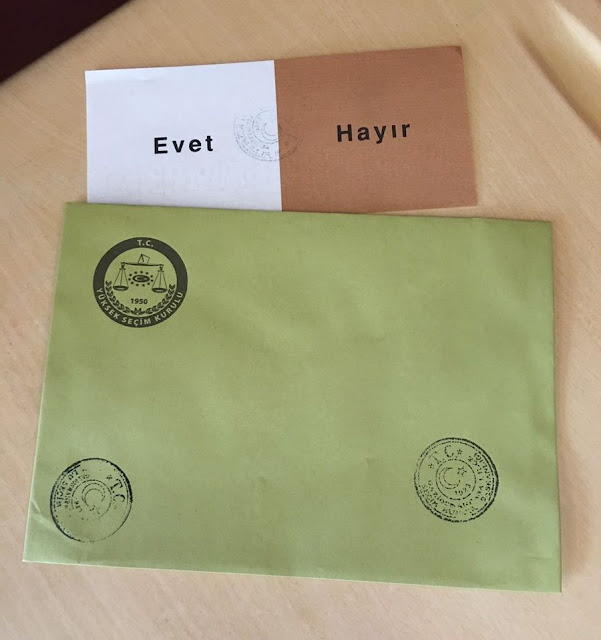 Turquia vai às urnas para votar um referendo crucial, mas seu governo tem dizimado os meios de notícia do país