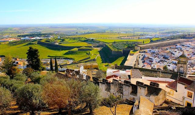 Viagem de carro pelas cidades de Portugal