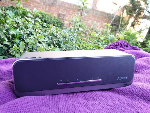 Kết quả hình ảnh cho Aukey SK-S1 Bluetooth speaker