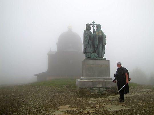 Rzeźby przedstawiające św. Cyryla i św. Metodego.