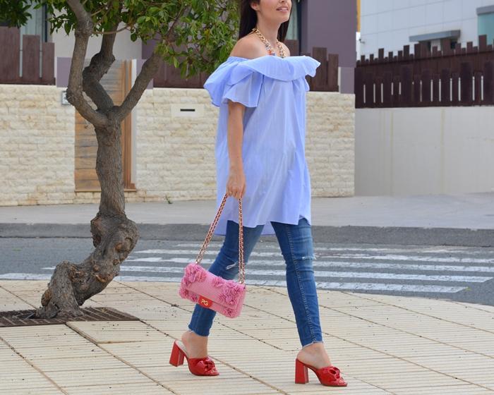 vestido-sin-hombros-volante-azul-zara