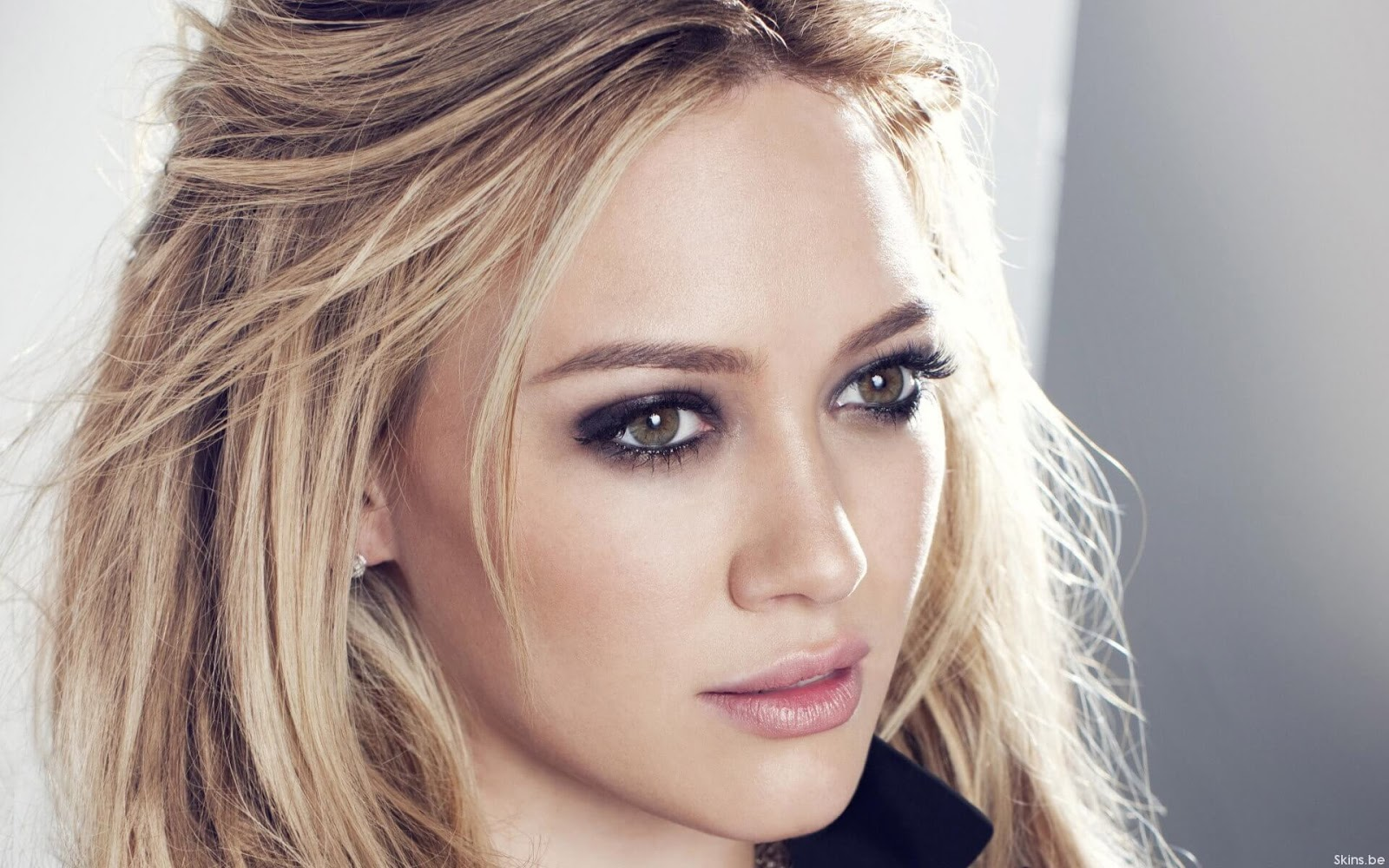 Hilary Duff defiende a Selena Gomez