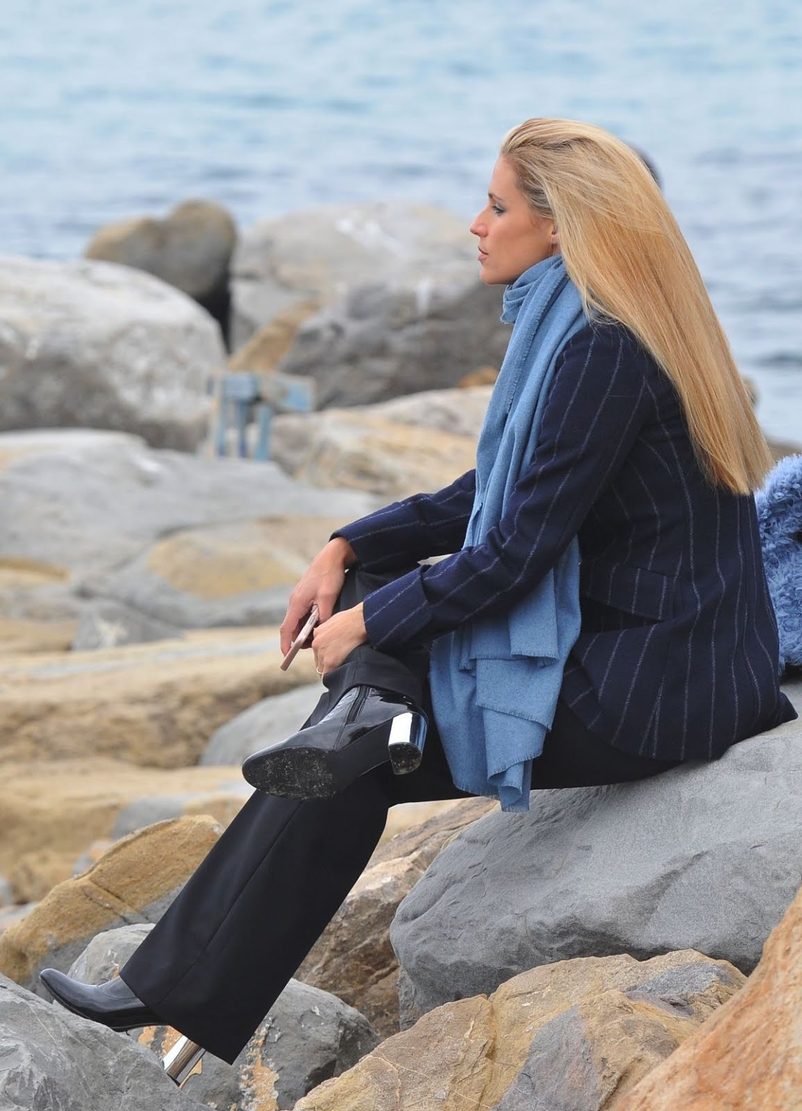 Michelle Hunziker Out For A Walk By The Sea In Sanremo