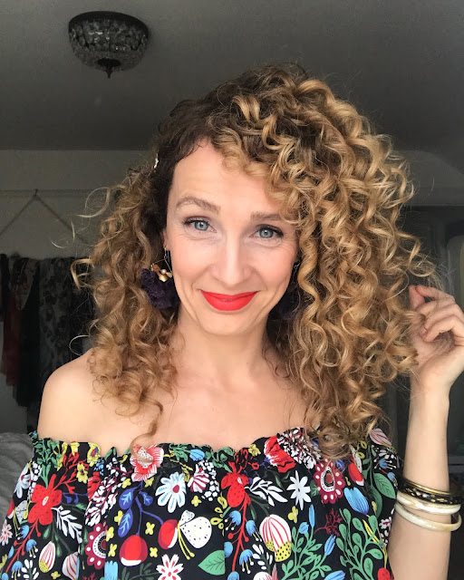 evening style for curly hair