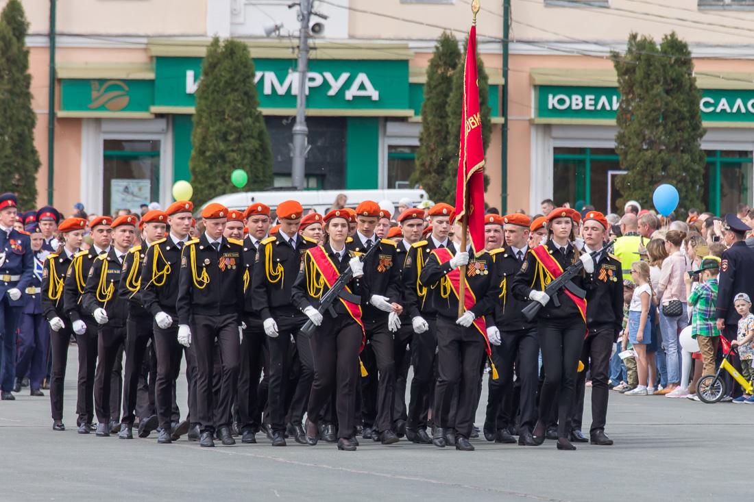 Школьники в военной форме