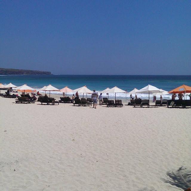 foto pasir putih pantai dreamland