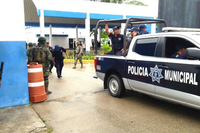 Ejército arresta a 8 policías de Cárdenas, Tabasco, por vínculos con el Narco