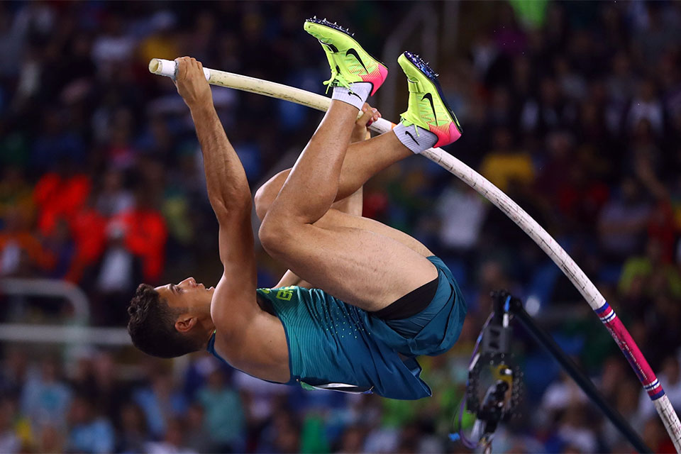 Thiago Braz da Silva conquista segunda medalha de ouro do Brasil e bate recorde olímpico no salto com vara ao saltar 6,03 metros. Foto: Reuters/Gonzalo Fuentes/Direitos Reservados