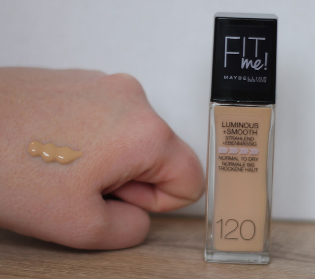 Handswatch Maybelline Fit Me Foundation 120 Classic Ivory