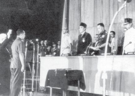 Jenderal Soeharto dilantik menjadi Pejabat Presiden Republik Indonesia menggantikan Soekarno pada tanggal 12 Maret 1967.