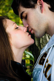 How To Kiss?