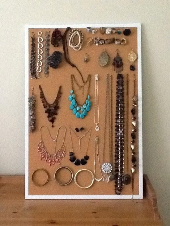 http://3.bp.blogspot.com/-of6qworGqEA/U87zj90chnI/AAAAAAAAAzw/h0_WDzkdLmY/s1600/Jewelry+on+Corkboard.jpeg